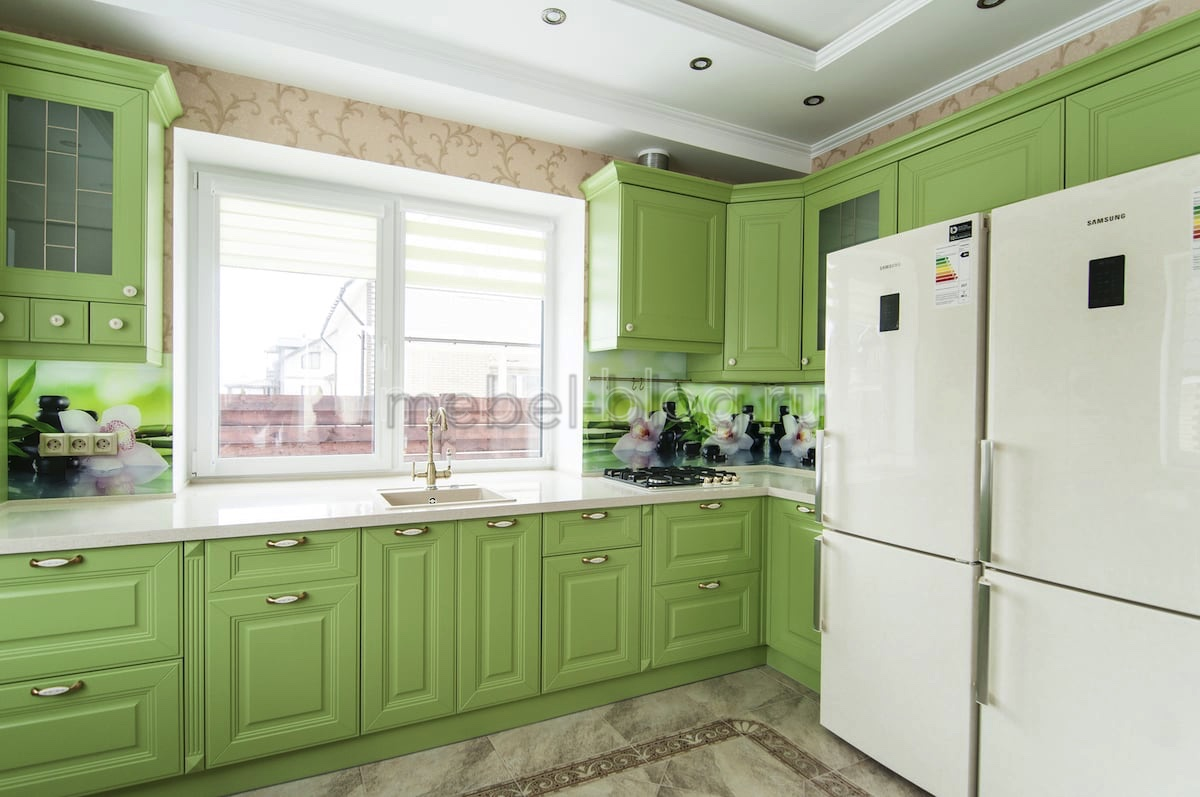 Фисташковая кухня для загородного дома