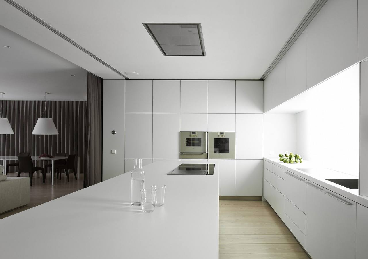 белая кухня в минимализме