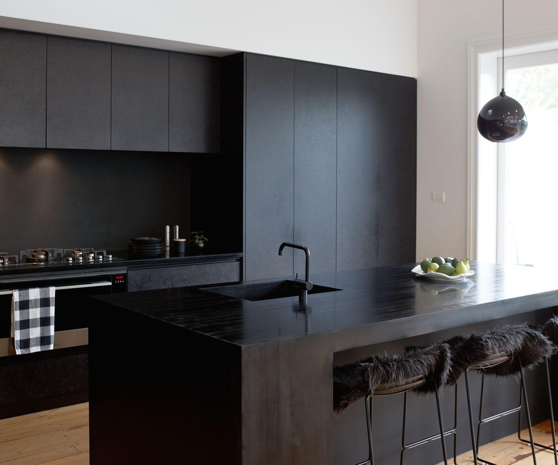 прямая black kitchen