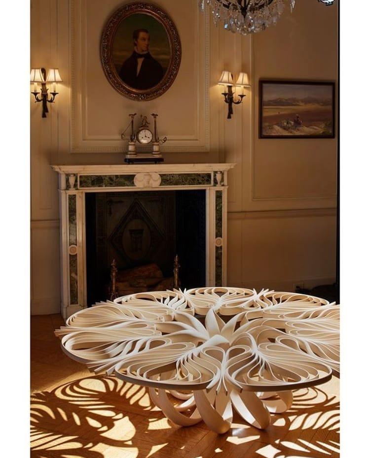 уникальный стол с резьбой