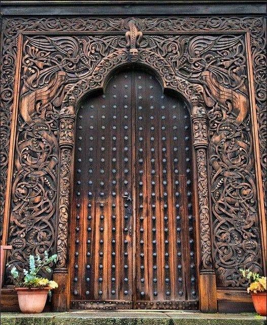 резная арка, свод и дверь