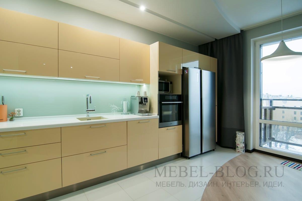 Модерновая кухня с акриловыми фасадами
