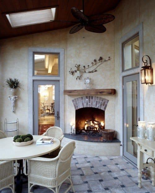 гостиная с камином