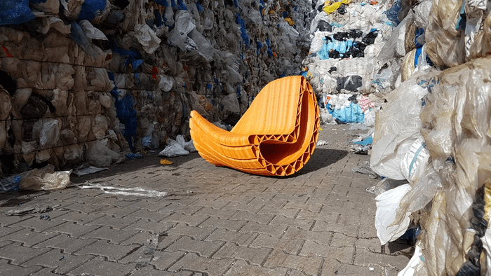 скамейка из отходов