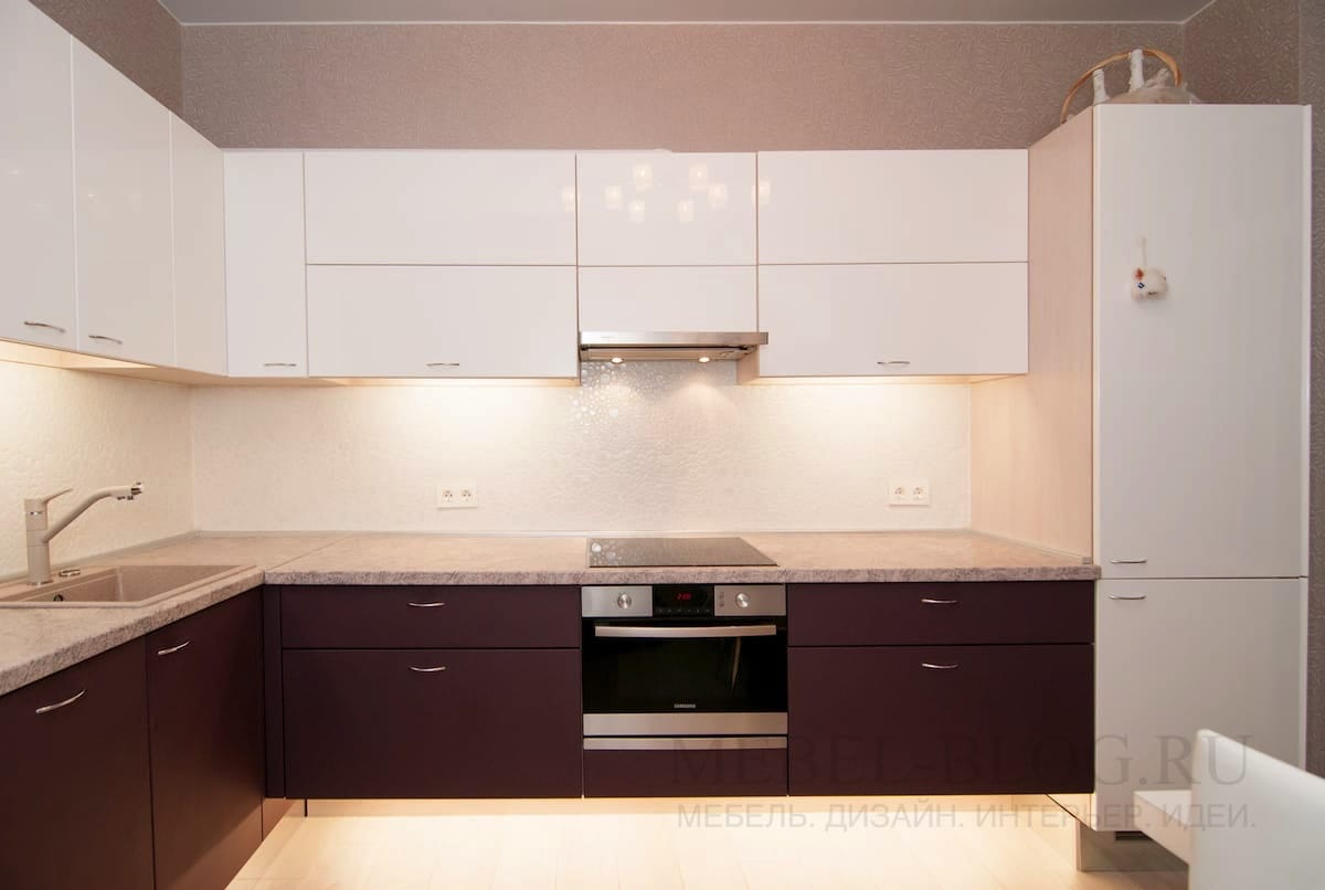 Контрастная кухня в современном стиле