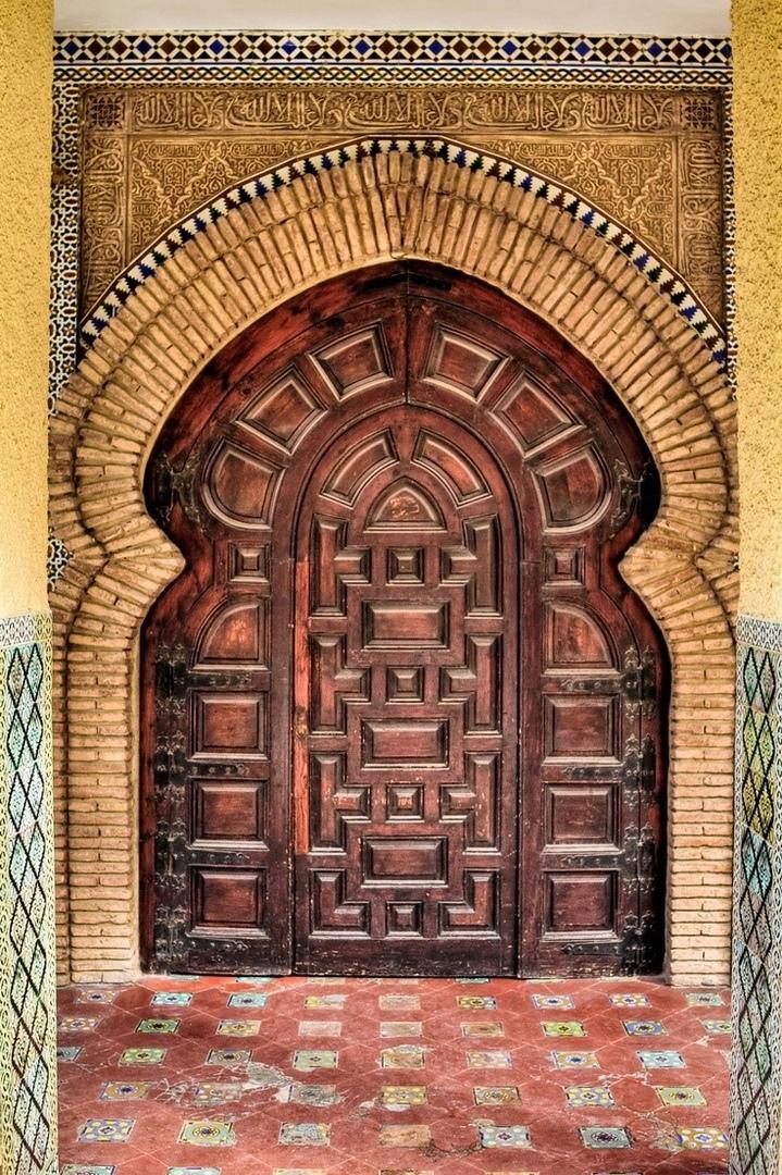 дверь необычной формы