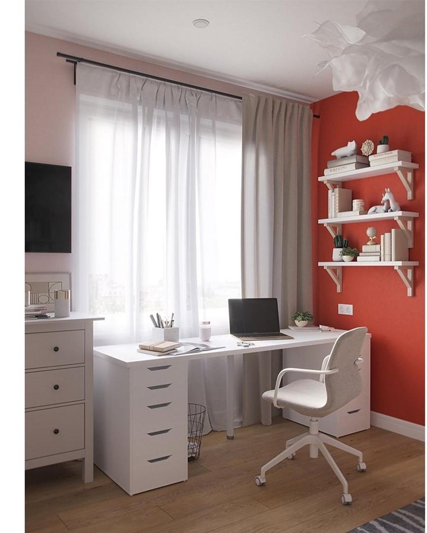 белый компьютерный стул