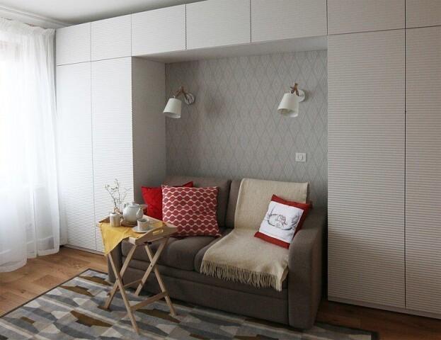 гостинаяс маленьким диваном