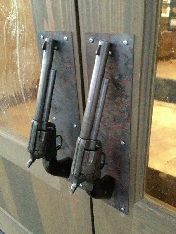 два пистолета