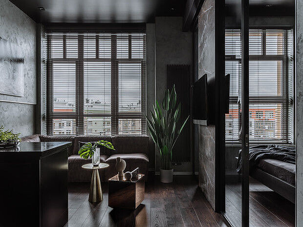 окно с жалюзями