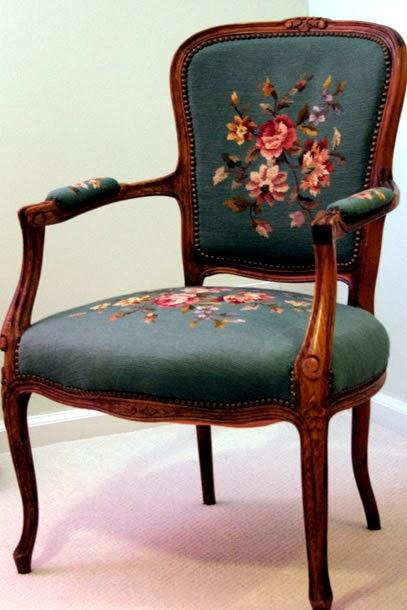 кресло с изогнутыми ножками