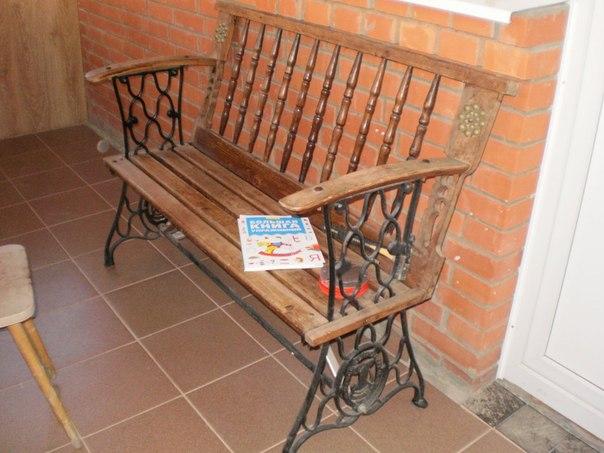 книга на скамейке