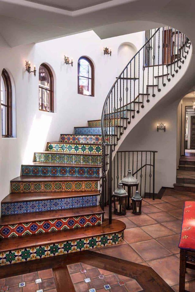 лестница с узором из плитки