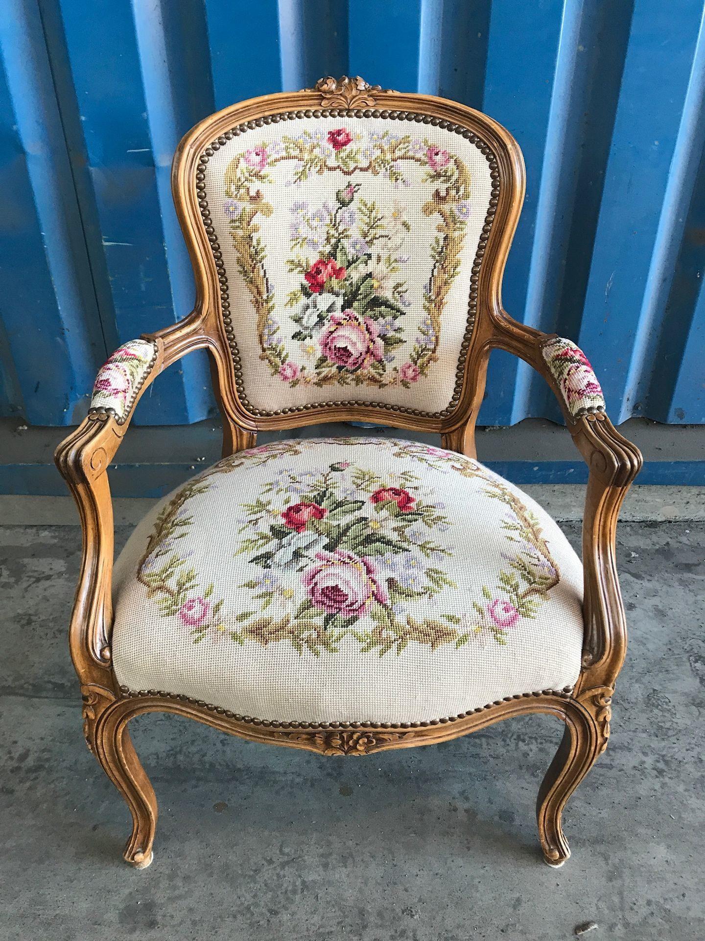гобеленовое кресло