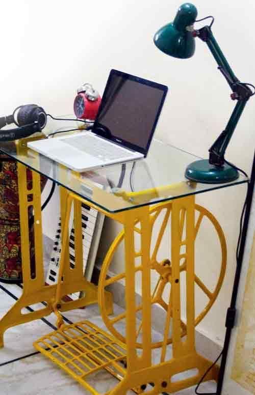 Желтое основание для стола