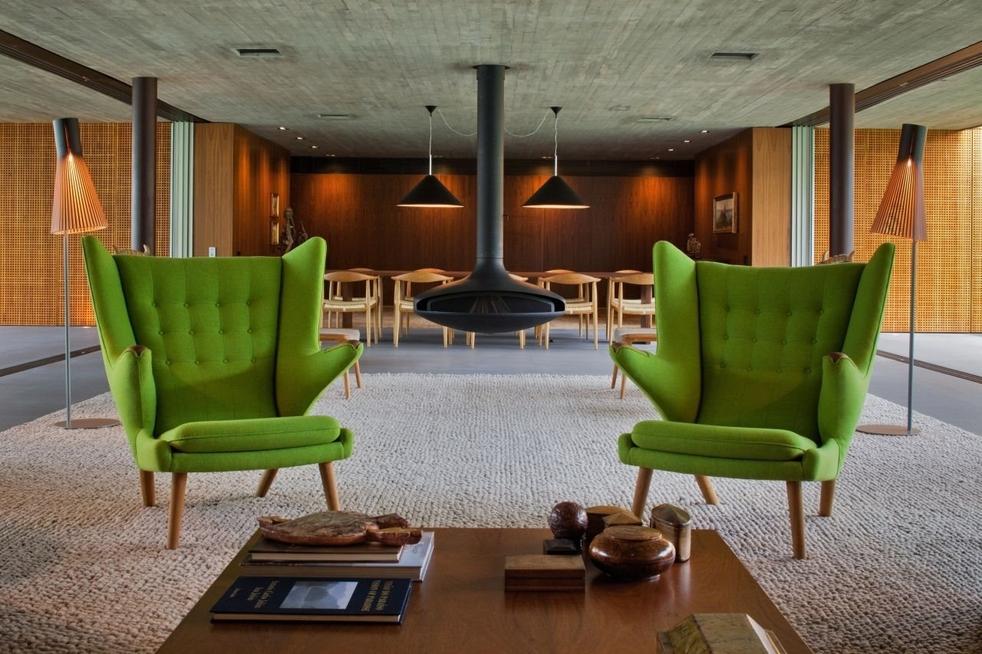 два зеленых кресла