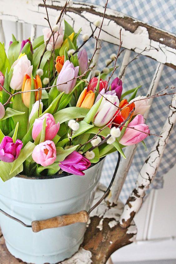 ведро с цветами