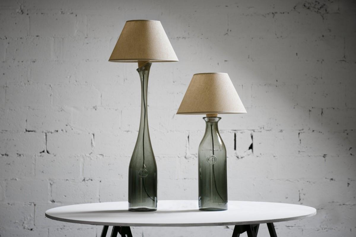две настольные лампы