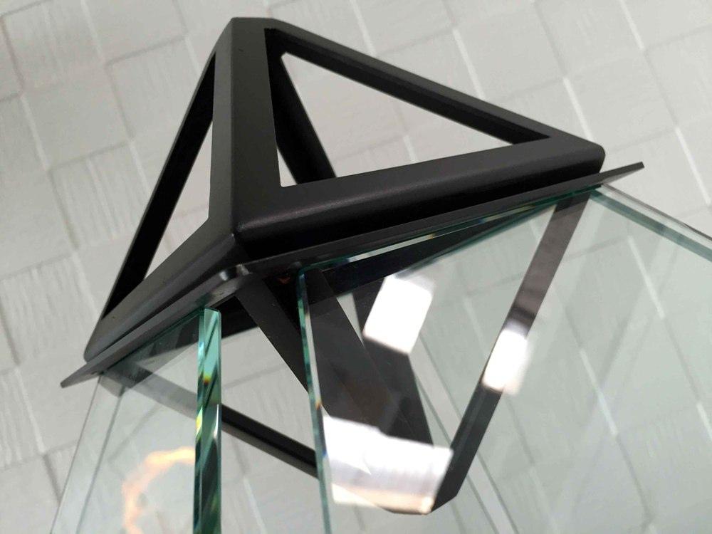стекло и металл