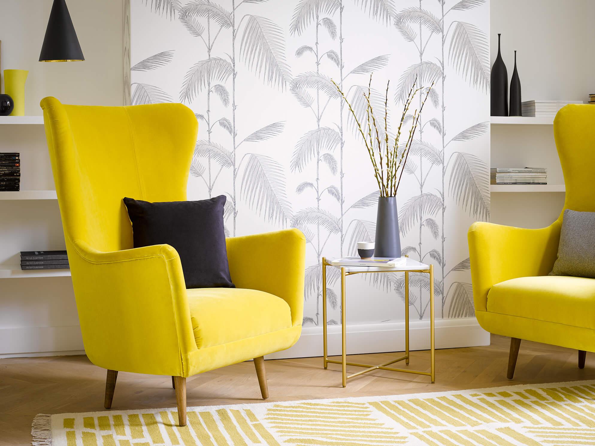 два желтых кресла
